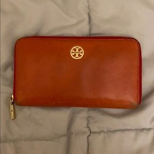 TORY BURCH DISTRESSED LEATHER WALLET